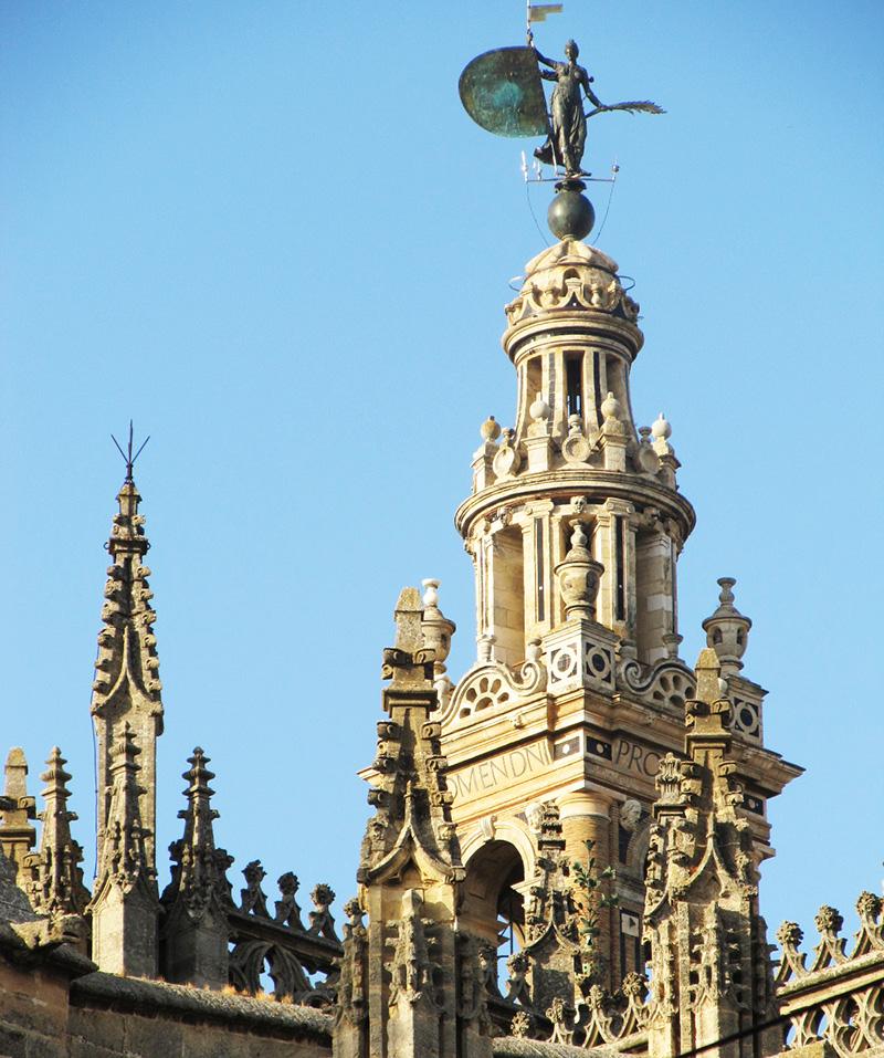 El Giraldillo en lo alto de La Giralda de Sevilla