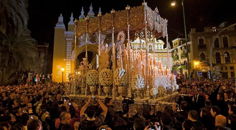 Semana santa en sevilla turismo sevilla for Alquiler apartamentos sevilla semana santa