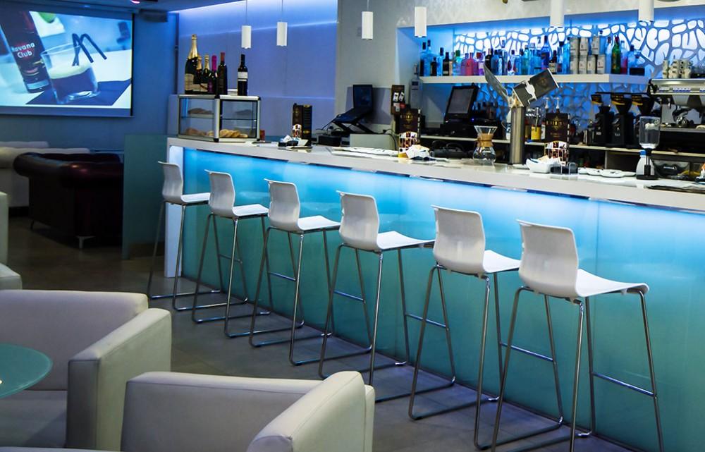 Decoracion bares de copas ideas de disenos for Decoracion bares modernos