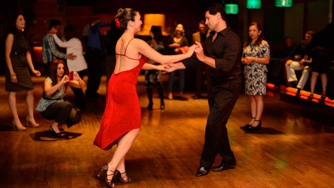 Bailar Salsa y Bachata en Sevilla